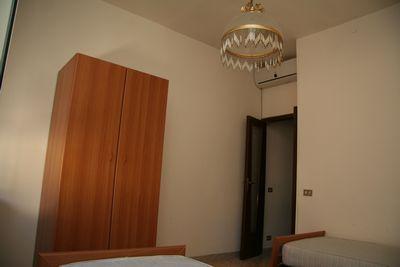 Appartamento di mq 70  arredato e climatizzato, con cantina, tre camere da letto più accesori, zona panoramica. A 5 minuti dal polo commerciale.  ...