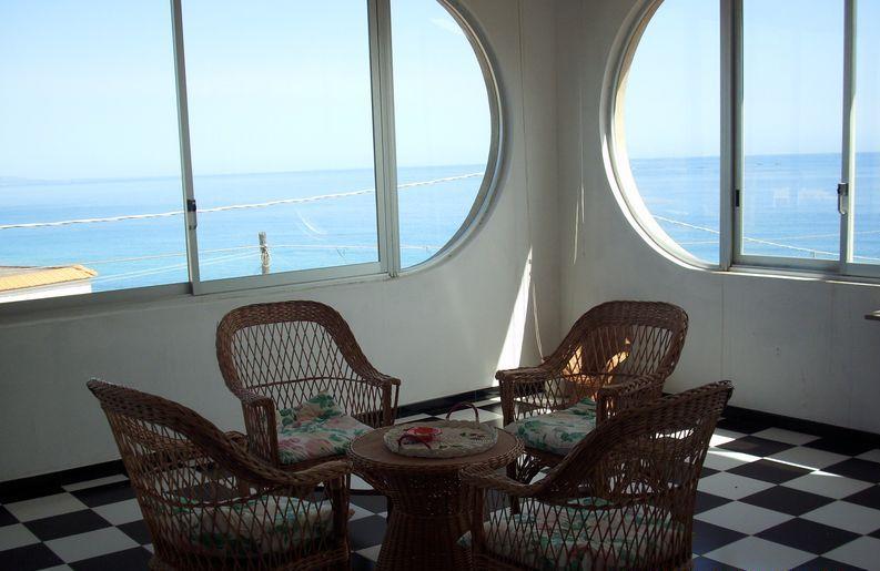 Villa in affitto con splendida vista mare, con 4 - 6 posti letto.Dalla spaziosa veranda si può ammirare buona parte della costa ionica fino all
