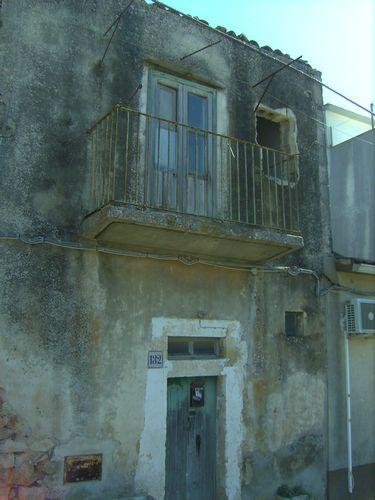 Casetta rustica su due livelli da ristrutturare, vista panoramica.  Affare  ...