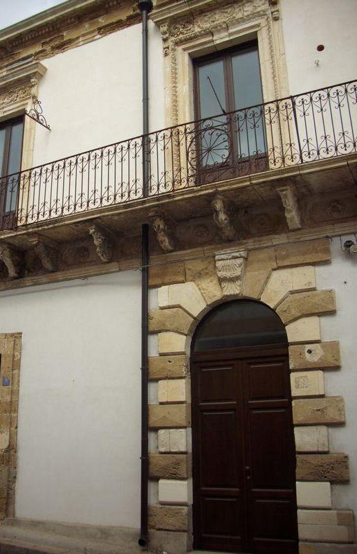 Bellissima abitazione su 2 livelli e mansarda dell