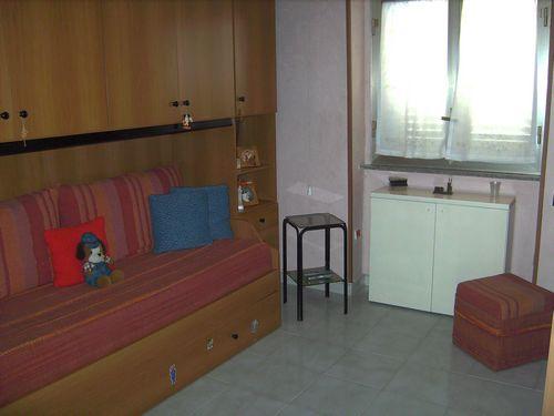 Appartamento al secondo piano della zona Santa Teresa, composto da due camere da letto, bagno, cucina e stanza da pranzo, ottimamente rifinito e in ottimo stato d